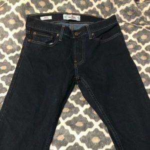 Dark wash Hollister Jeans on TREND😍